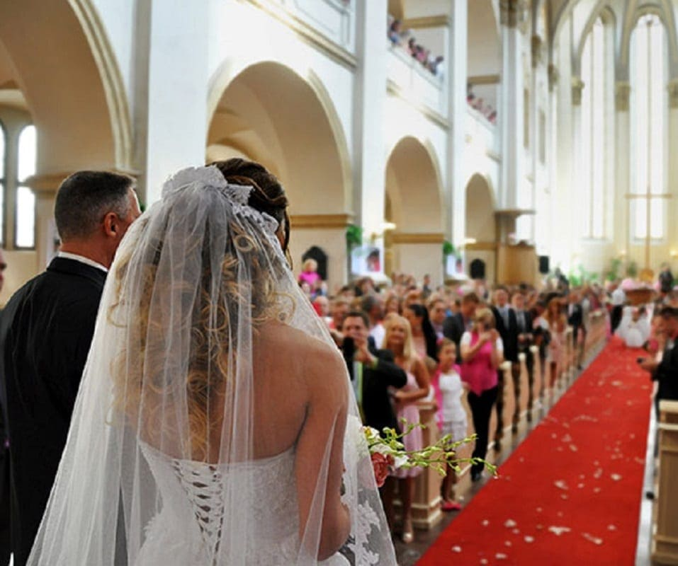 What Song Do Brides Walk Down The Aisle To: Woman Reads Her Cheating Fiancé's Texts Instead Of Vows On