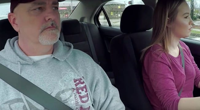 Dad buys daughter a car for her birthday, finds a touching letter